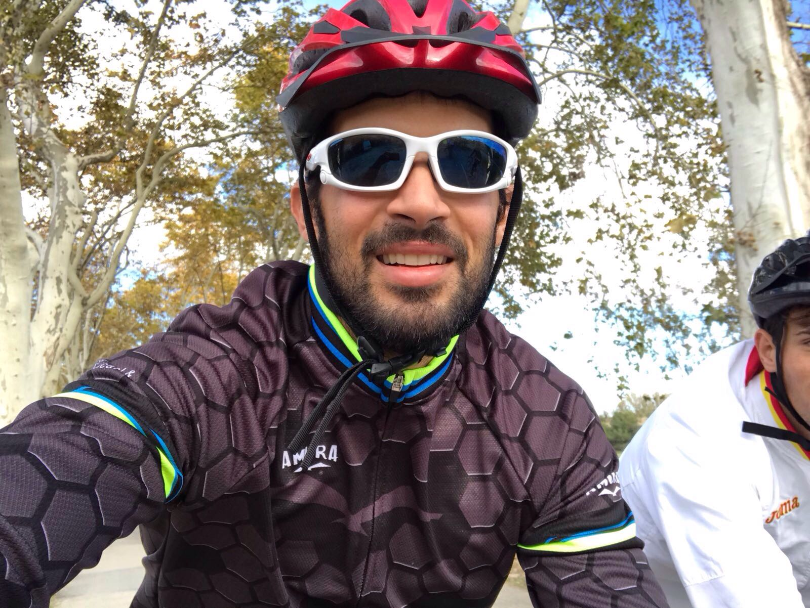 Pau Vela cycling